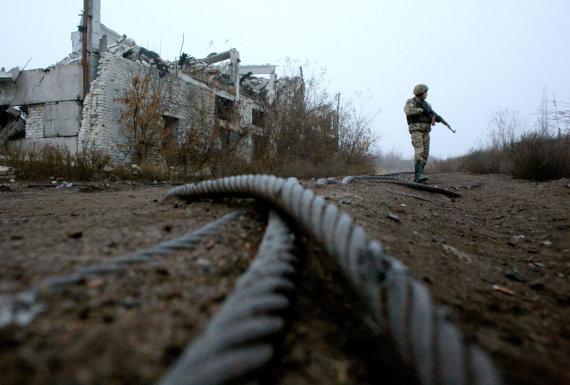 """AFP/""""Scanpix"""" nuotr./Ties kontaktine linija Rytų Ukrainoje"""