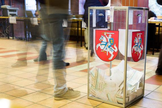 Luko Balandžio / 15min nuotr./Piliečiai balsuoja