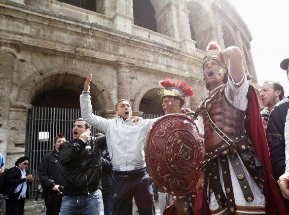 """""""Reuters""""/""""Scanpix"""" nuotr./Centurionai prie koliziejaus"""