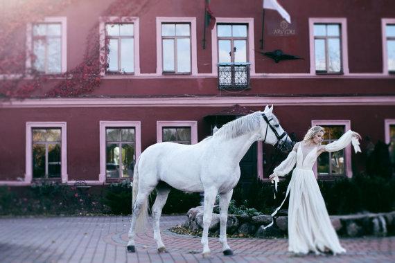 """""""ErikaMaja Photography"""" nuotr./V.Jakučinskaitės kurta vestuvinė suknelė"""