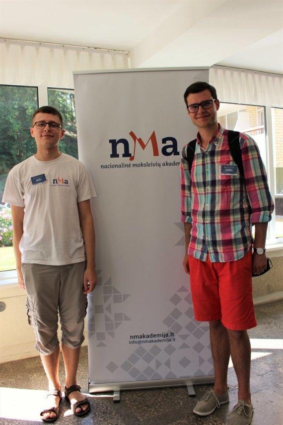 Asmeninė nuotr./ Nacionalinės moksleivių akademijos vasaros sesijoje, kurią E.Ribinskas (kairėje) padėjo organizuoti ir kurioje mokė moksleivius.