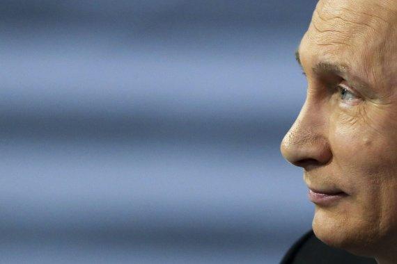 """""""Scanpix""""/AP nuotr./Rusijos prezidentas Vladimiras Putinas atsakinėja į gyventojų klausimus"""