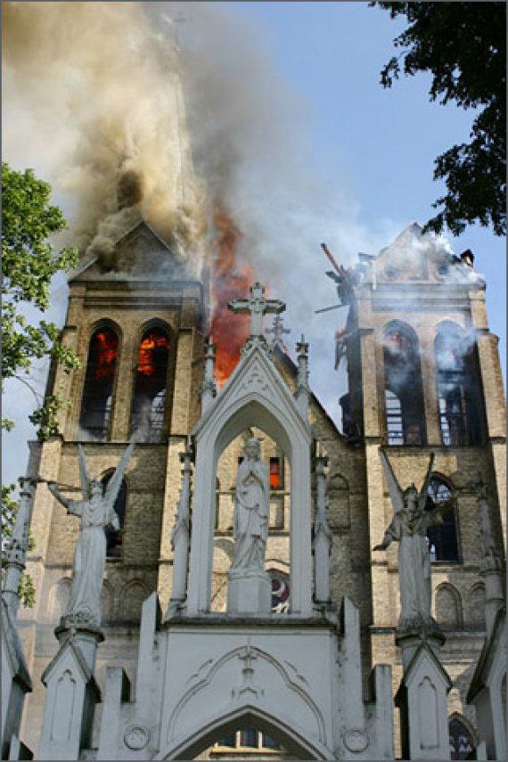panevezys.lcn.lt nuotr./Naujamiesčio bažnyčios gaisras