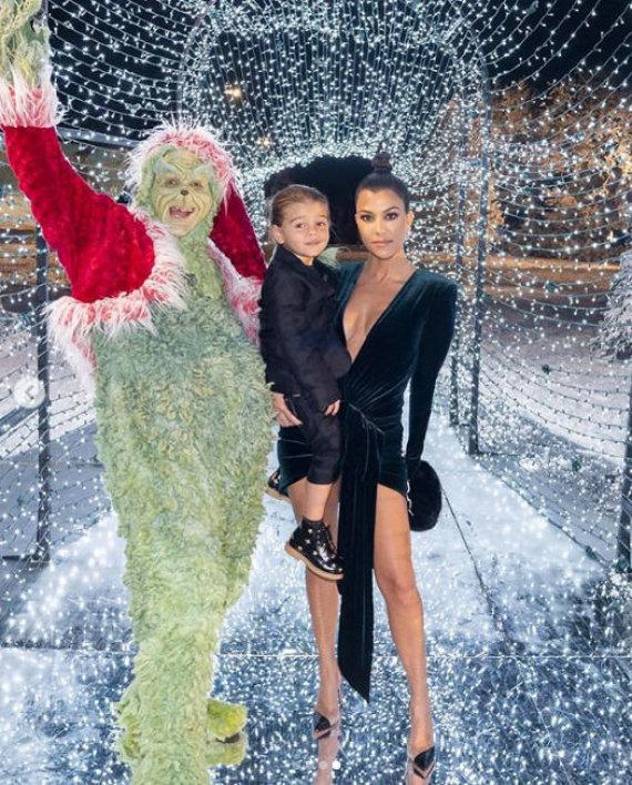 """""""Instagram"""" nuotr./Kourtney Kardashian su sūnumi Reignu ir Grinču"""