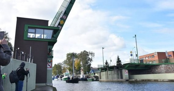 """""""Vakarų ekspreso"""" nuotr./Pilies tilto pakėlimas"""