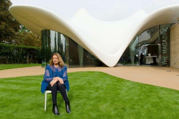 """AFP/""""Scanpix"""" nuotr./Zaha Hadid ir Serpentine Sackler galerijos priestatas Londone"""