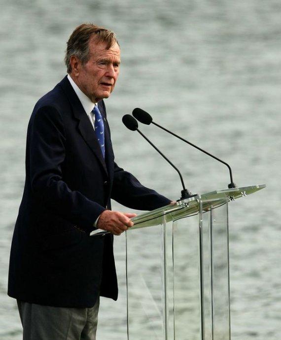 """AFP/""""Scanpix"""" nuotr./George'as Bushas vyresnysis"""