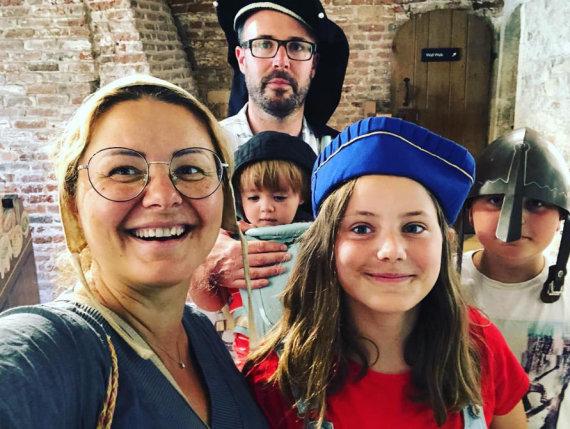 Asmeninio albumo nuotr. /Beata Nicholson su šeima