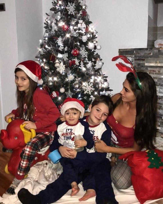 """""""Instagram"""" nuotr./ Ana Jovanovic su vaikais"""