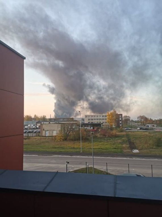 15min skaitytojo nuotr./BPC link slenkantys užteršti dūmai