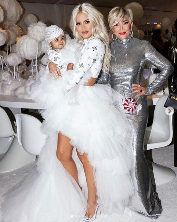 """Instagram"" nuotr./Khloe Kardashian su dukra True ir mama Kris Jenner"