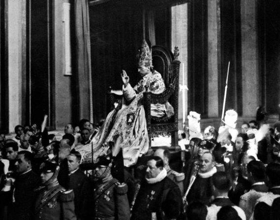 """""""Scanpix"""" nuotr./Pijaus XII koronacijos ceremonija 1939 m."""