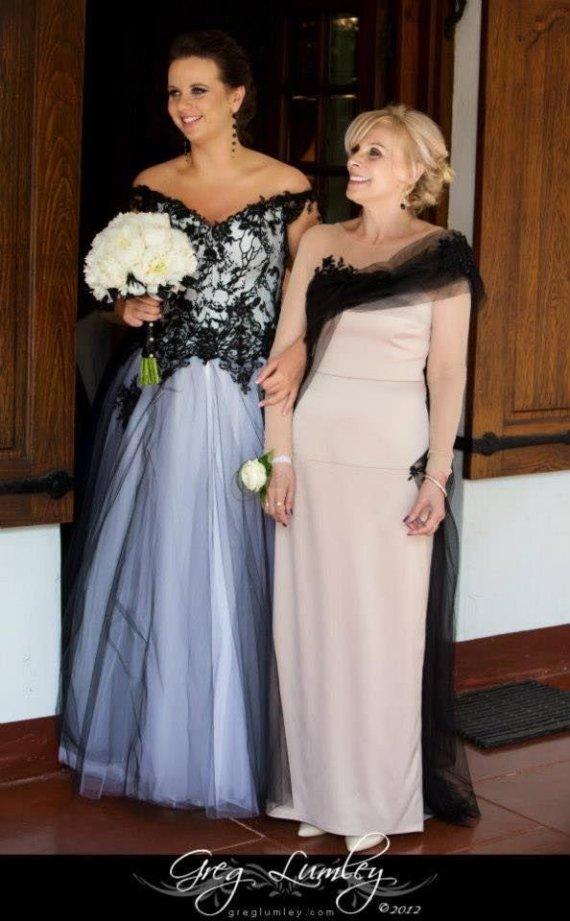Grego Lumley nuotr./Gracija Sommer (savo vestuvių dieną su L.Salasevičiaus suknele) su dukra Ringaile