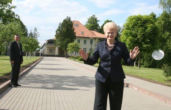Irmanto Gelūno / 15min nuotr./D.Grybauskaitė apžiūrėjo būsimąją rezidenciją
