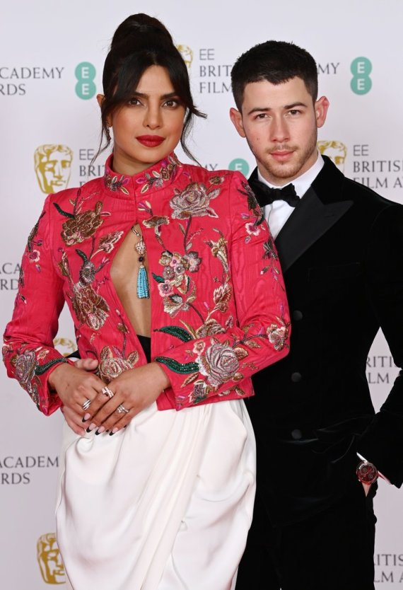 Vida Press nuotr./Priyanka Chopra su vyru Nicku Jonas