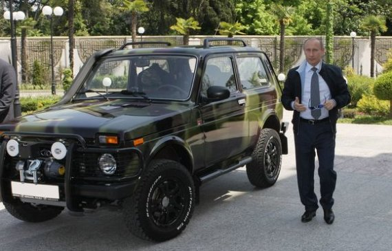 "AFP/""Scanpix"" nuotr./V.Putinas su savo ""Niva"""