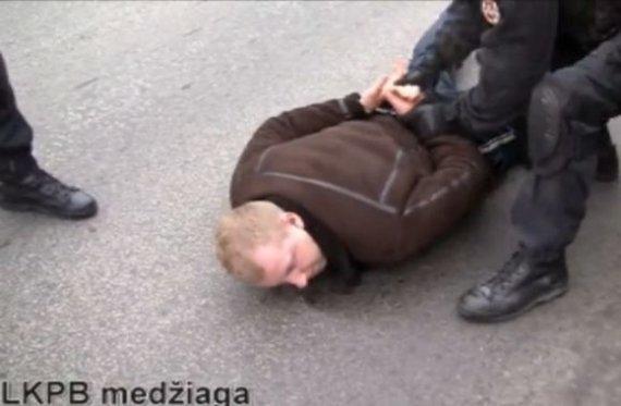 Kadras iš LKPB filmuotos medžiagos/Įtariamojo M.Taraškevičiaus sulaikymo operacijos epizodas