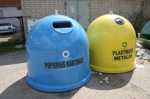 """""""15 minučių""""/Eriko Ovčarenko nuotr./ Atliekų rūšiavimo konteineriai"""