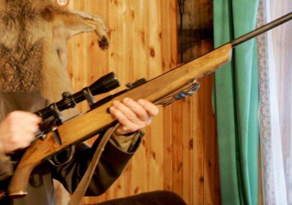 """Martyno Vidzbelio/""""Scanpix"""" nuotr./Neatsargiai ginklą saugojęs medžiotojas pats tapo auka – apšvarino vagys."""
