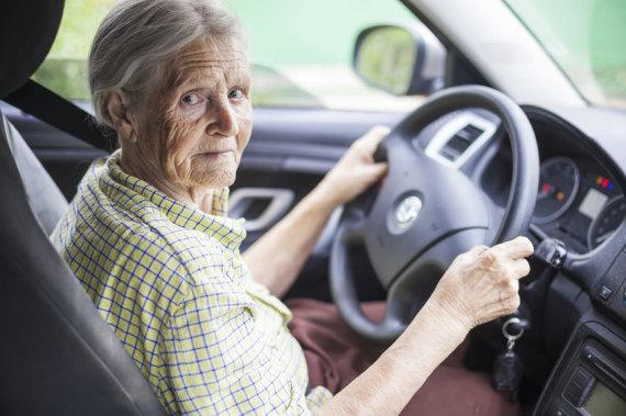 Senjorė prie vairo