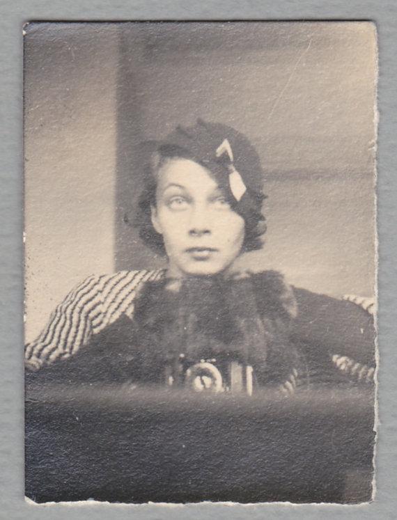 Venclovų namų-muziejaus nuotr./ LIMIS archyvo nuotr./Elizos Račkauskaitės-Venclovienės nuotrauka, fotografuojanti save