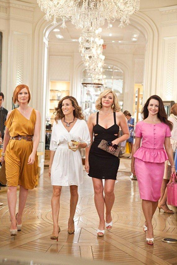 """Kadras iš filmo/Cynthia Nixon, Sarah Jessica Parker, Kim Cattrall ir Kristin Davis filme """"Seksas ir miestas 2"""" (2010 m.)"""