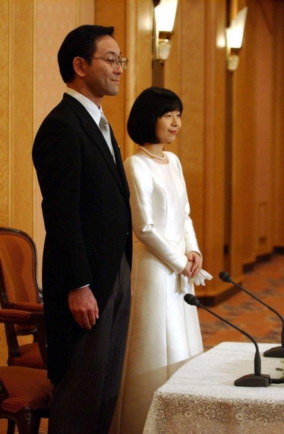 Vida Press nuotr./Japonijos princesėSayako ir jos vyras Yoshiyuki Kuroda (2005 m.)