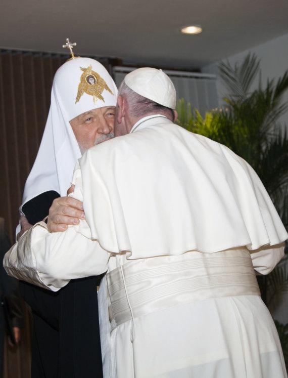 """""""Scanpix""""/AP nuotr./Popiežius Pranciškus ir Rusijos Ortodoksų Bažnyčios patriarchas Kirilas"""