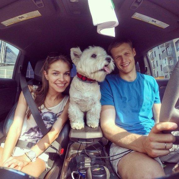 Instagram nuotr./Martynas ir Viktorija Pociai su augintine Knopke