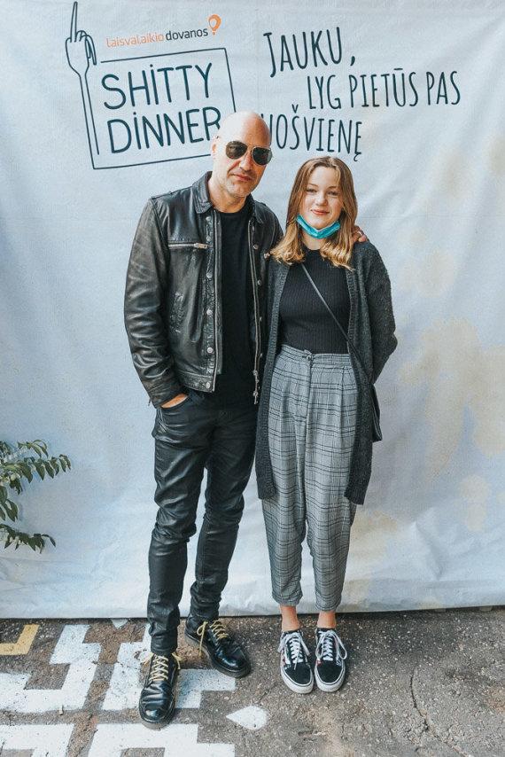 """""""Shitty Dinner"""" organizatorių nuotr./Jonas Jonušas su dukra"""