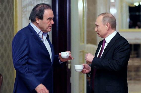 """""""Twitter"""" nuotr./Oliveris Stone'as ir Vladimiras Putinas"""