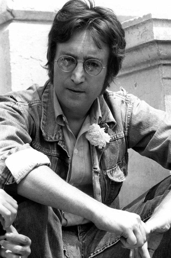 """AFP/""""Scanpix"""" nuotr./Prieš 33-ejus metus buvo nužudytas Johnas Lennonas"""