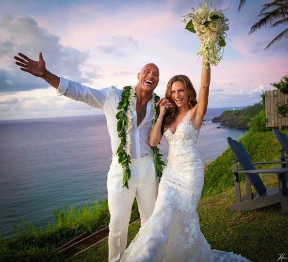 Socialinio tinklo nuotr./Dwayne'as Johnsonas ir Lauren Hashian