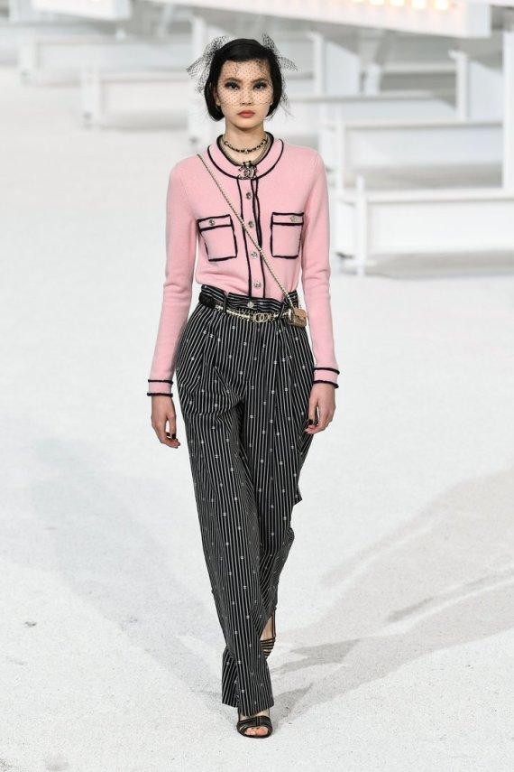 """""""Scanpix""""/""""SIPA"""" nuotr./""""Chanel"""" 2021 m. pavasario ir vasaros kolekcijos modelis"""
