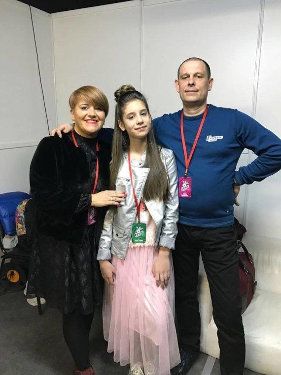 Asmeninio albumo nuotr./Iveta Tumasonytė su tėvais