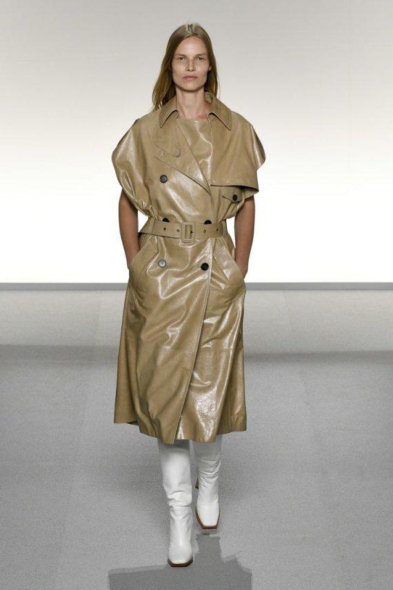 """""""Scanpix""""/""""SIPA"""" nuotr./""""Givenchy"""" 2020 m. pavasario ir vasaros kolekcijos modelis"""