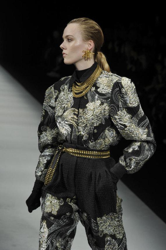 """Vida Press nuotr./""""Alberta Ferreti"""" 2020–2021 m. rudens ir žiemos kolekcijos modelis"""