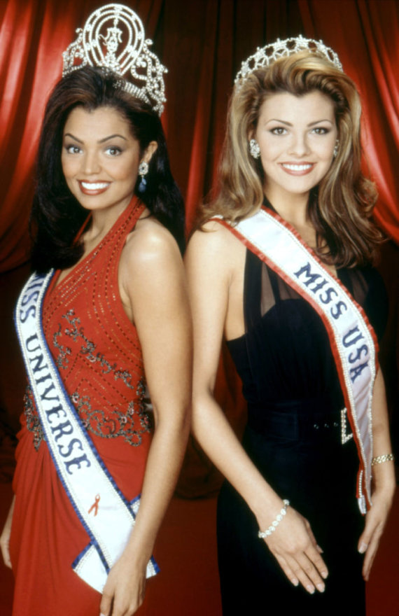 Vida Press nuotr./Chelsi Smith ir Ali Landry 1996 metais