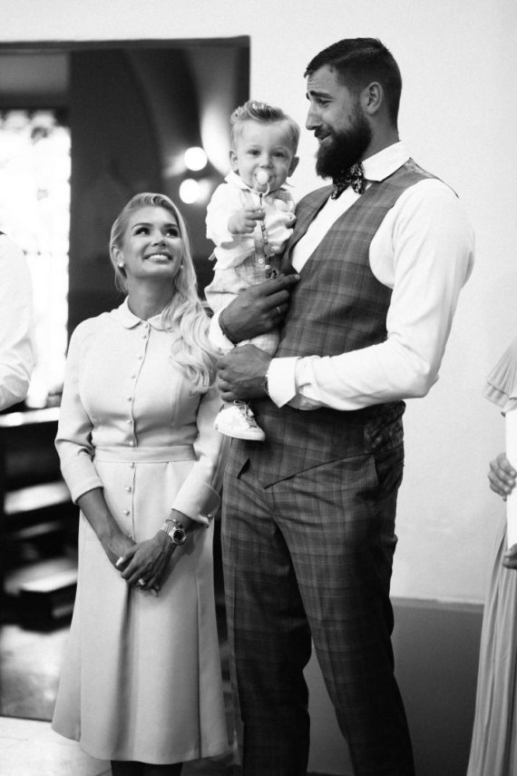 Luko Griciaus nuotr./Eglė ir Jonas Valančiūnai su sūnumi Tauru