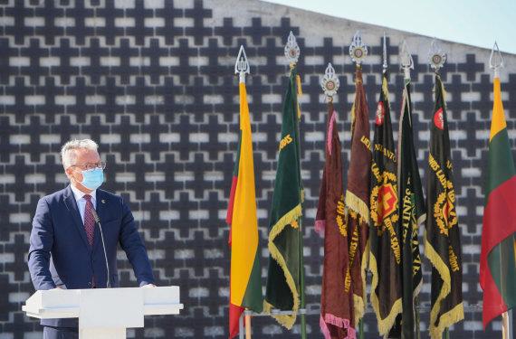 R.Dačkaus nuotr./Prezidentas dalyvavo atidengiant memorialą Lietuvos partizanams