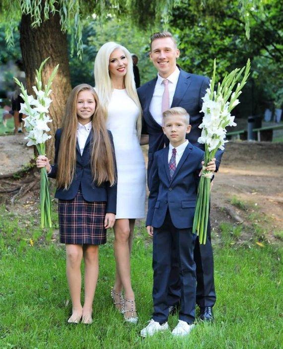 Asmeninio albumo nuotr./Inga ir Aivaras Stumbrai su vaikais Estela ir Gabrieliumi