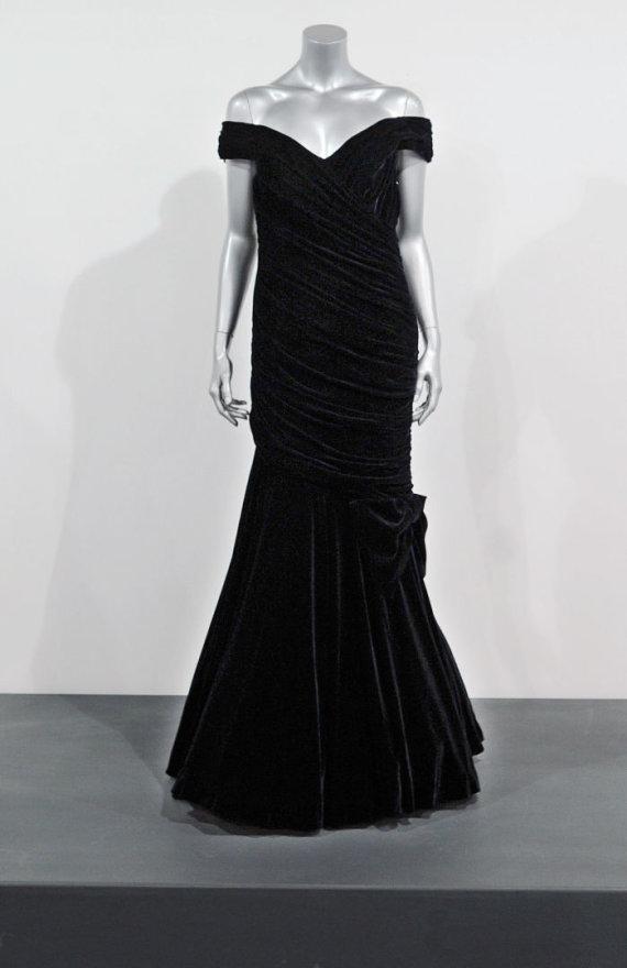Vida Press nuotr./Princesės Dianos suknelė, kurią ji vilkėjo šokdama su aktoriumi Johnu Travolta