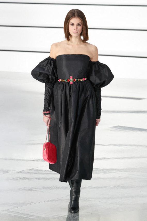 """Vida Press nuotr./""""Chanel"""" 2020–2021 m. rudens ir žiemos kolekcijos modelis"""