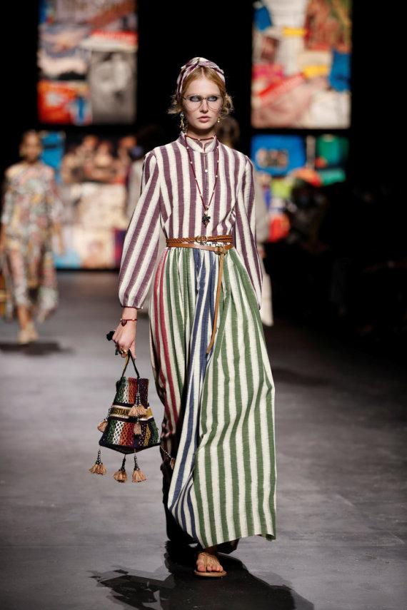 """""""Reuters""""/""""Scanpix"""" nuotr./""""Christian Dior"""" 2021 m. pavasario ir vasaros kolekcijos modelis"""