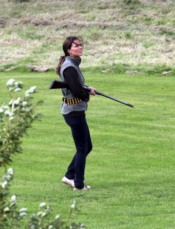 Vida Press nuotr./Kembridžo hercogienė Catherine medžioklėje 2009 metais