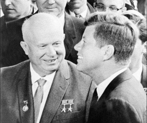 """""""Scanpix"""" nuotr./SSRS lyderis Nikita Chruščiovas ir JAV prezidentas Johnas F.Kennedy"""