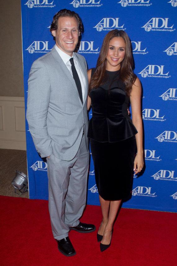 Vida Press nuotr./Meghan Markle su buvusiu vyru Trevoru Engelsonu (2011 m.)