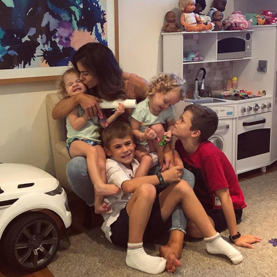 """""""Instagram"""" nuotr./Sophie Guidolin su vaikais"""