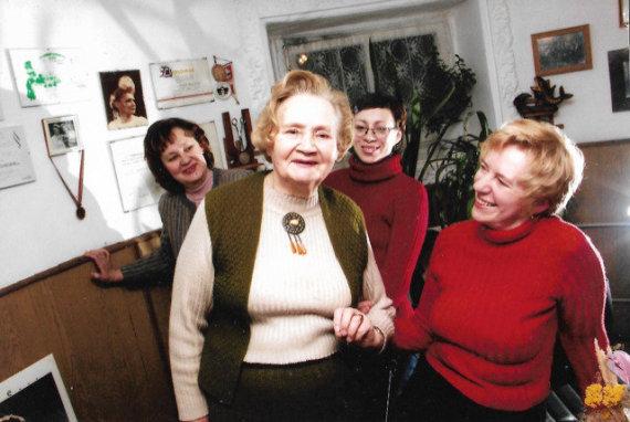 Asmeninio archyvo nuotr./J.Proškevičiaus šeima: (iš kairės) teta Rita, močiutė Regina, pusseserė Ramunė ir mama Rasa