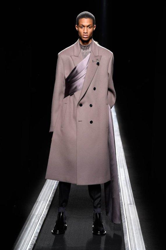 """""""Scanpix""""/""""SIPA"""" nuotr./""""Dior"""" 2019–2020 m. rudens ir žiemos kolekcijos modelis"""